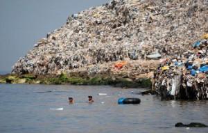 stop population la gestion des déchets Décharge bord de mer